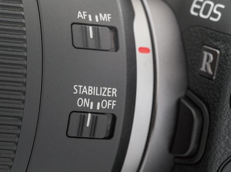画像: レンズ内に手ブレ補正機構が搭載されている場合、その切り替えスイッチはレンズ鏡筒に設置されていることが多い。