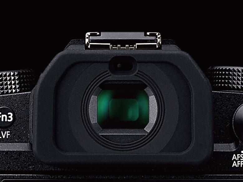 画像: EVFは236万ドットの有機EL。タイムラグを感じさせない高速表示で快適に撮影ができる。