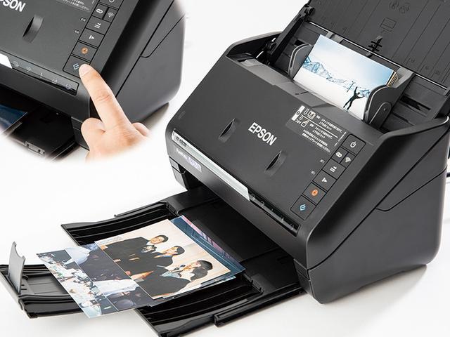 画像: パソコンに接続し、本体正面の取り込みボタンを押すと、スキャンが開始される。300dpiでは1枚につき1秒。36枚でも、わずか36秒で終わる。大量の写真も高速での処理が可能だ。