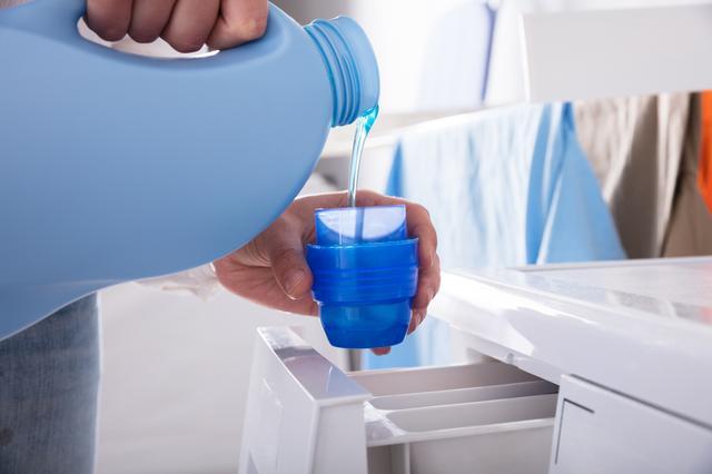 画像: 水が汚いと、洗濯物の汚れは移動しにくい