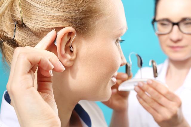 画像: 「宇都宮方式」の補聴器療法とは