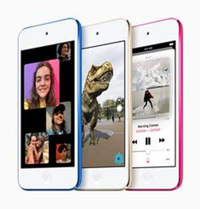 画像: 新型iPod touchは各容量で6色を用意。左からブルー、ゴールド、ピンク。 www.apple.com