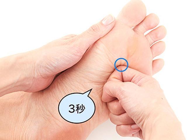 画像55: 【足裏の反射区】症状別「足の裏もみ」のやり方 心の痛みに気づいてあげることが大切