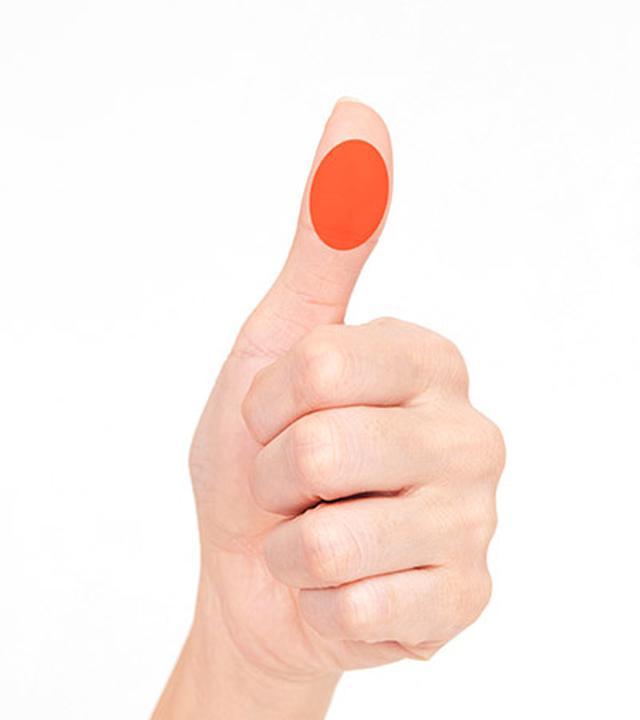 画像: 使う指は親指で、場所は腹全体