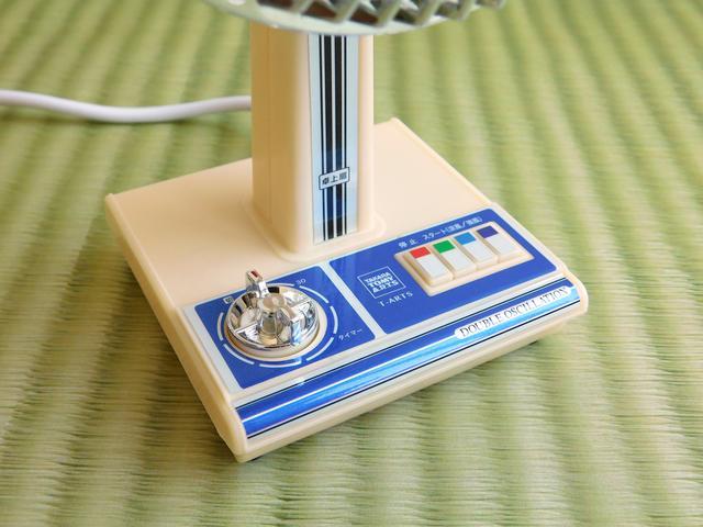 画像: デザインを表面的に再現したのではなく、使い方も当時に近い。風の強弱切替はボタン、30分タイマーはダイヤルを実際に操作する。