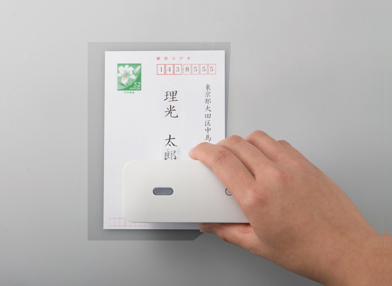 画像: 紙の上をスライドさせるだけで印刷できるハンディプリンター