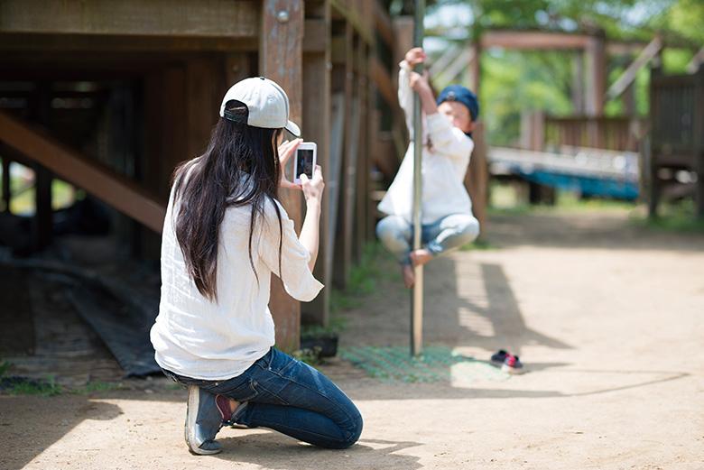 画像1: 【スマホカメラ撮影テク】手ブレを防ぐジンバルとは?写真が暗くなる時の対策は?