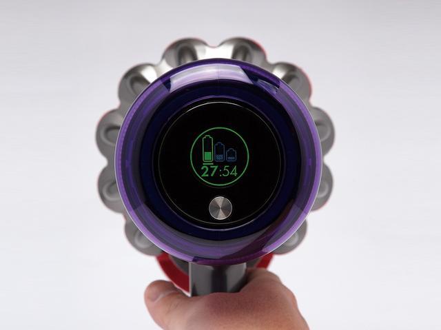 画像1: ダイソンのコードレス掃除機「Dyson V11 Fluffy+」をテスト!バッテリー残量が1秒単位でわかる