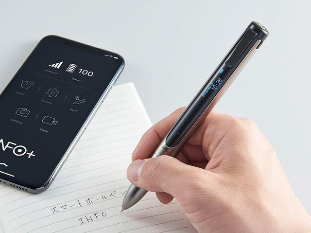 画像: ボールペンは黒と赤の2色仕様。本体は質感のいい真ちゅう製で、ビジネスシーンにも違和感なくマッチする。
