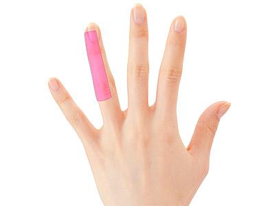 """画像3: ひざ痛を改善する""""手指""""のテーピングのやり方 間接的に刺激して痛みを緩和する!"""