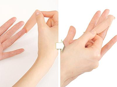 """画像6: ひざ痛を改善する""""手指""""のテーピングのやり方 間接的に刺激して痛みを緩和する!"""