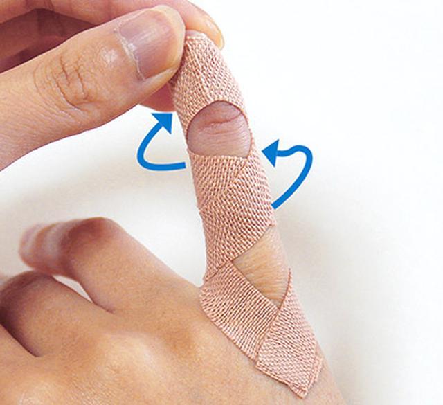 """画像16: ひざ痛を改善する""""手指""""のテーピングのやり方 間接的に刺激して痛みを緩和する!"""