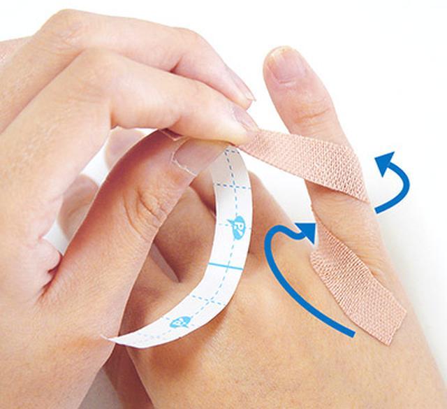 """画像13: ひざ痛を改善する""""手指""""のテーピングのやり方 間接的に刺激して痛みを緩和する!"""