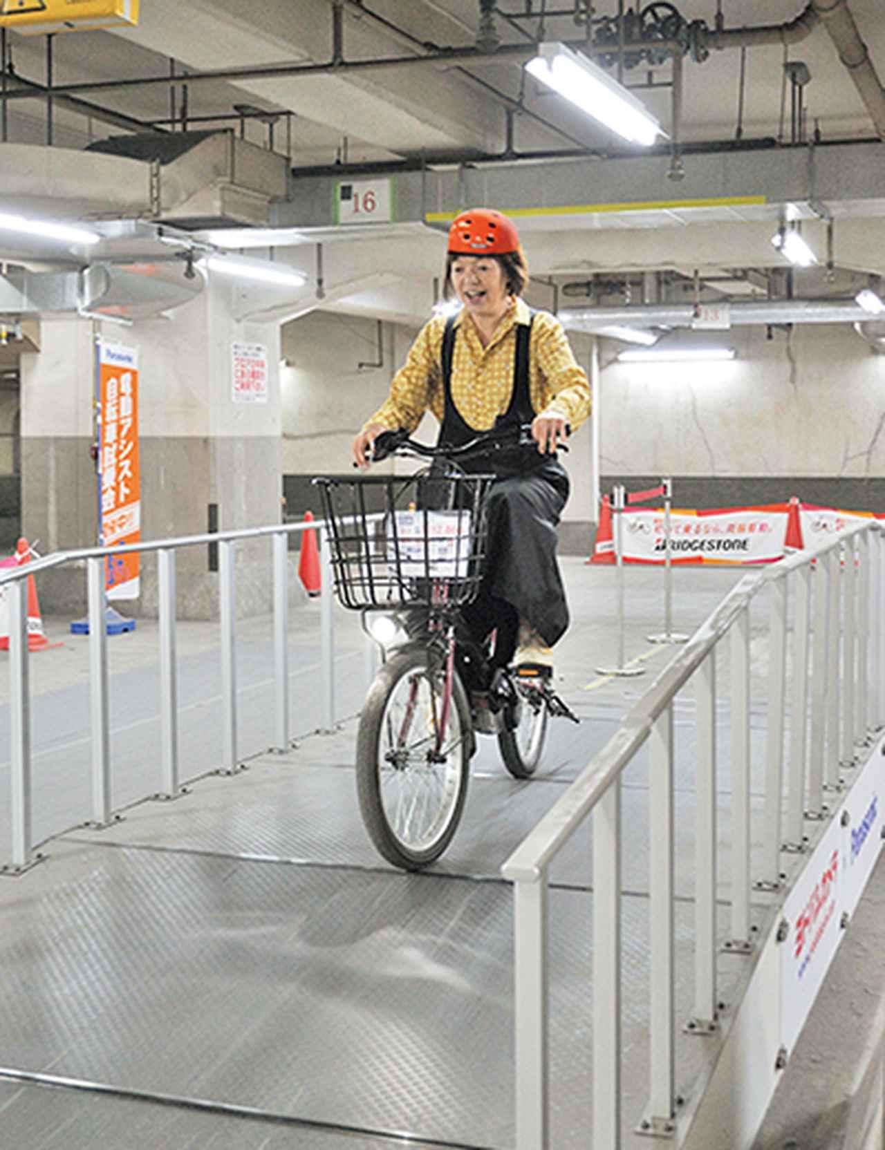 画像1: 全長200メートル!購入前に乗れる自転車の試乗コースが地下にあった!