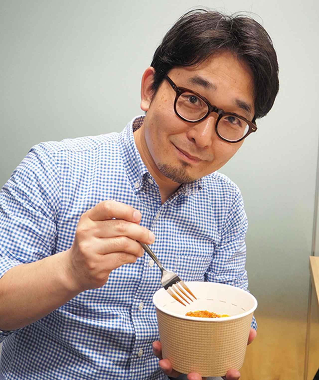 画像: 試食をするライター加藤。栄養素由来の苦味やえぐみは感じられなかった。