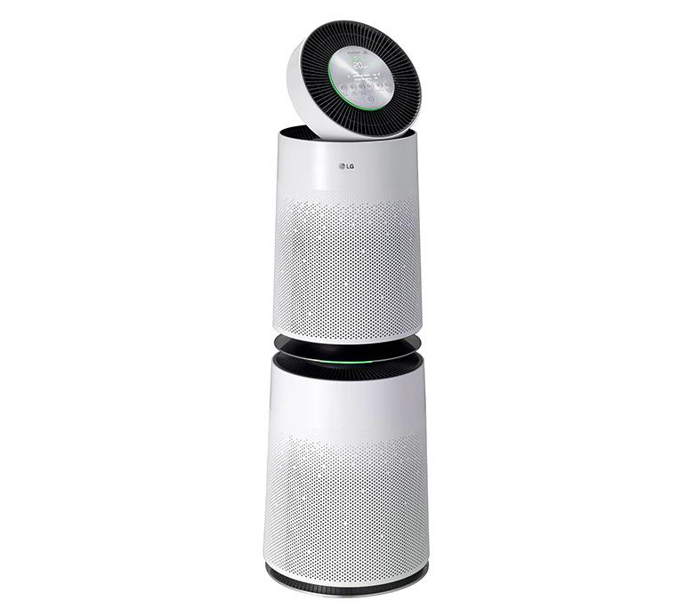 画像: ボディ全面のエアーホールで室内の汚れた空気を吸引。PM2.5レベルの微細な粒子までセンサーが感知し、しっかり除去する。空気の状態が直感的にわかる「スマートディスプレイ」を搭載。スマホを使った遠隔操作にも対応する。実売価格例は、12万9470円。