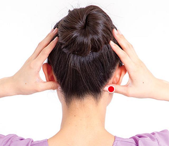 画像1: 首のズレが関節痛の原因に!足首痛・腰痛・股関節痛を解消する「後頭部もみ」のやり方