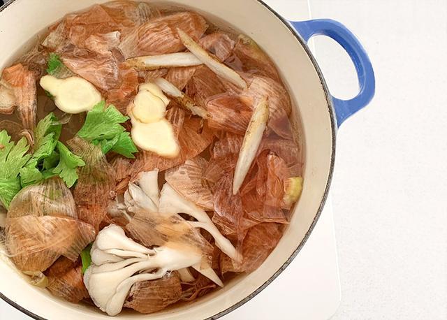 画像1: AYUMI流「タマネギの皮スープ」の作り方
