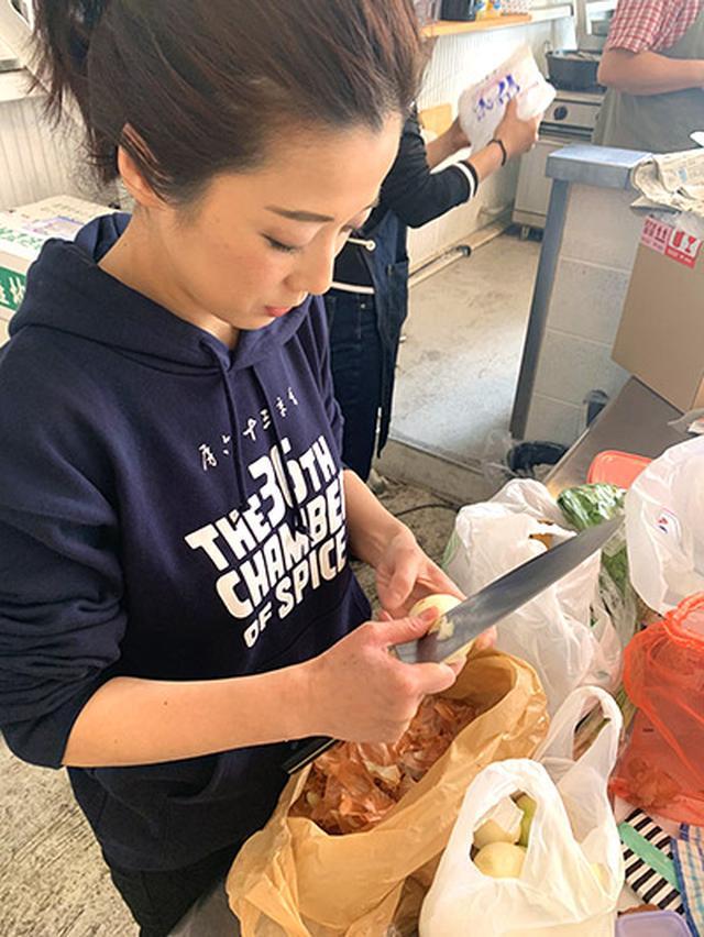 画像1: 玉ねぎの皮を使った「チキンカレー」の作り方