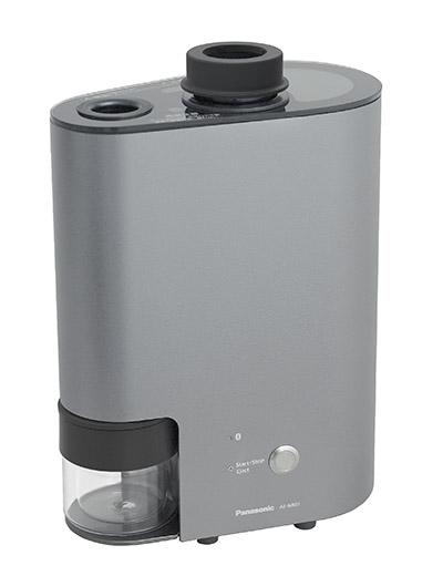 画像: 定期頒布される品質の高い豆を、プロの焙煎士の技術そのままに、自家焙煎で再現。焙煎機は、豆の特徴を引き出すためのきめ細かな温度・風量制御が可能になっている。