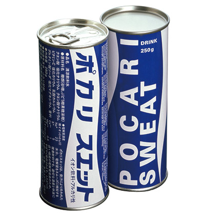 画像: 1980年当時の250グラム缶。飲料のパッケージとして寒色系のデザインを採用した商品は、ほぼなかった。以降、基本的なデザインは、40年近くたった現在も踏襲されている。