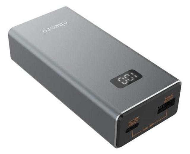 画像: 18W出力に対応したモバイルバッテリーで、USB PD対応のType-C端子のほか、Type-A端子の全2基を備える。さらに、10000mAhの大容量を実現しつつも、幅46ミリ×高さ24ミリ✕奥行き98ミリ、重量205グラムと携帯性も抜群だ。電池残量をひと目で把握できる便利なデジタルインジケータも搭載している。