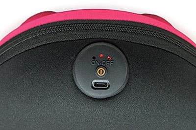 画像: ボタンは振動のオンオフのみ。ランプでは電池残量を表示。