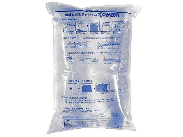 画像: 基本セットは、一般家屋の玄関(1.8メートル幅)の止水を想定したもの。セット内容は、水のう袋30枚、保護用土のう袋30枚、防水シート1枚、止水クッション1枚、封袋スライダー2個、防水テープ1巻。実売価格例は3万2184円。水のう袋の単品販売もある。