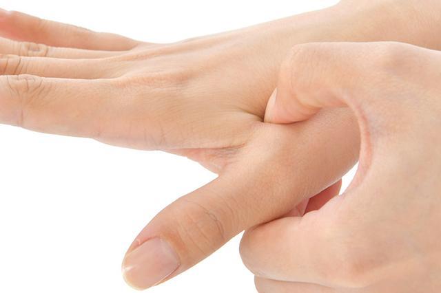 画像1: 【痛み治療の専門医解説】へバーデン結節や手の痛み・しびれを改善する「10秒神経マッサージ」のやり方