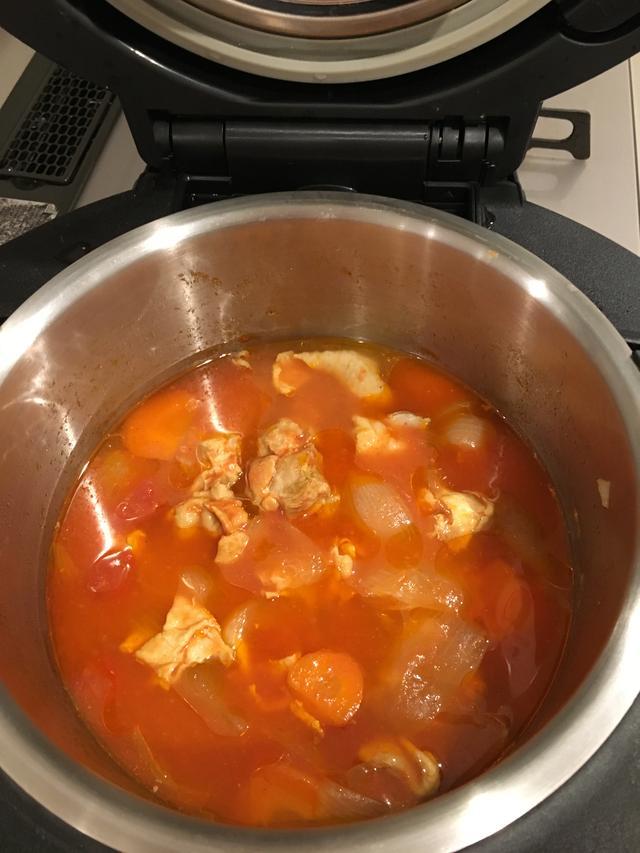 画像: 水を入れなくてもトマトや玉ねぎの水分がたっぷり出た仕上がりになる