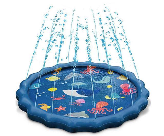画像: 直径は150センチ。空気で膨らませるのでなく、水道とホースでつないで水で膨らます。膨らみきると周囲から噴水のように水が飛び出す。水量で水の飛ぶ高さを調整可能。
