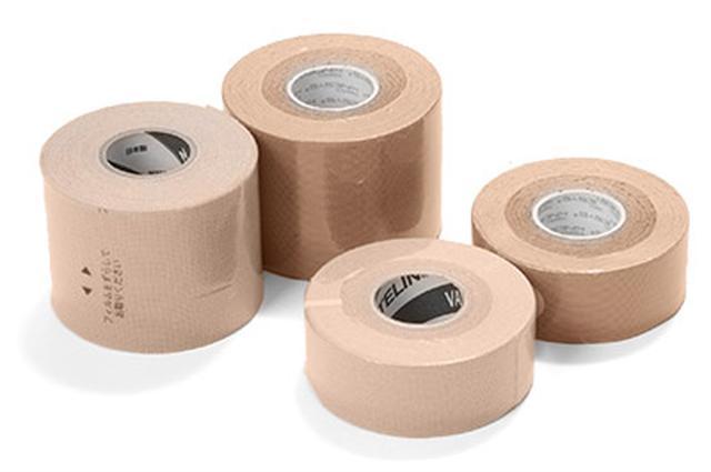 画像: 25㎜幅と50㎜幅の伸縮性のあるテープを使う
