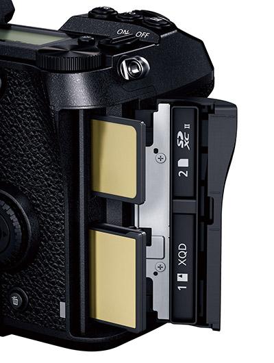 画像: XQDとSDのダブルスロットを搭載し、リレーやサイマルなどの記録が可能。