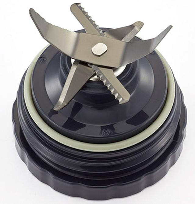 画像: ステンレスの6枚刃にはブラックチタンをコーティング。切れ味が長もち。