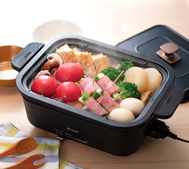 画像: 鍋は取っ手付きで、持ち運びが楽。鍋のふちは、本体より外側に出ており、本体とのすき間に食材が入り込まないように工夫されている。