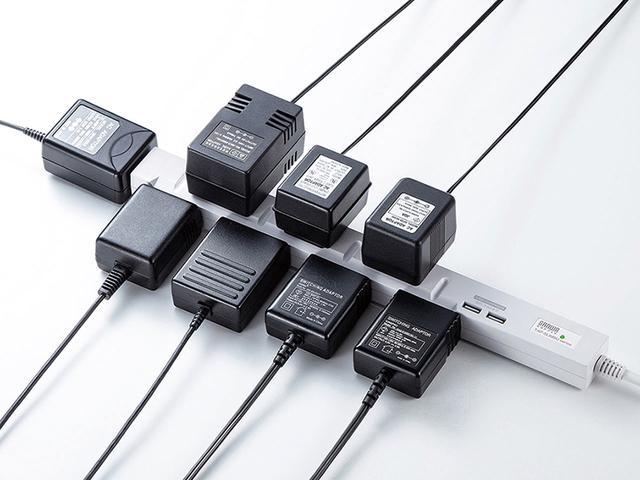 画像: 口の配置、向きをズラすことでACアダプターを無駄なく接続できる電源タップ。USB端子付きもある。
