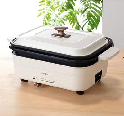 画像: 白磁器のような上品なデザインで、キッチンや食卓に出しっぱなしにしてもOK。グリルプレートや鍋は、積み重ねてすっきり収納できる。