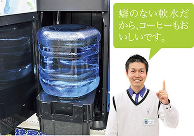 画像: ボトルは下置きタイプ。上まで持ち上げる必要がなく設置がスムーズ。
