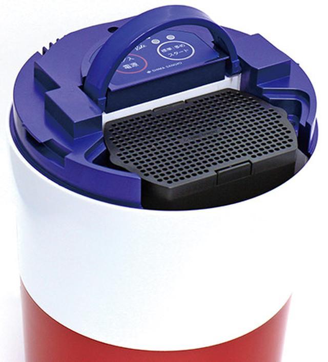 画像: 乾燥中のニオイは活性炭フィルターで脱臭。フィルターは4〜9ヵ月に一度、交換が必要。