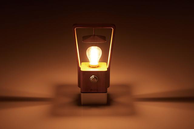 画像: ライトの明かりは温もりを感じさせる暖色系。アウトドアはもちろん、インドアでもロマンチックな雰囲気を盛り上げる。