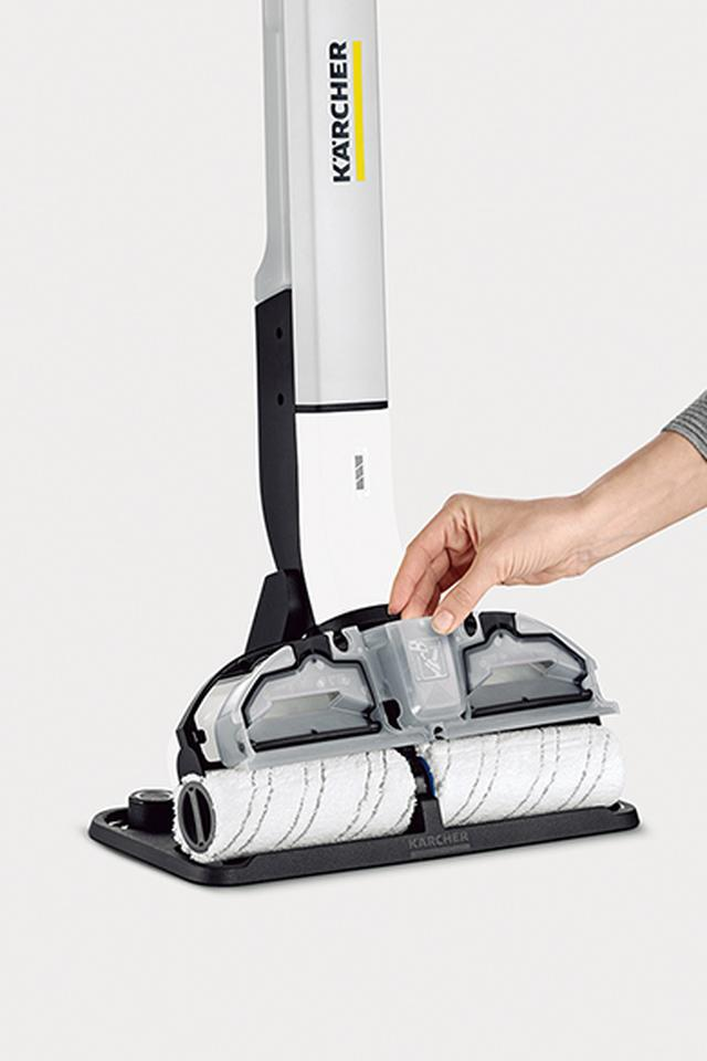 画像: 左右2本1組のローラーの清掃幅は30センチ。ヘッドカバーを取り外して水平にスライドさせるだけで着脱も簡単。