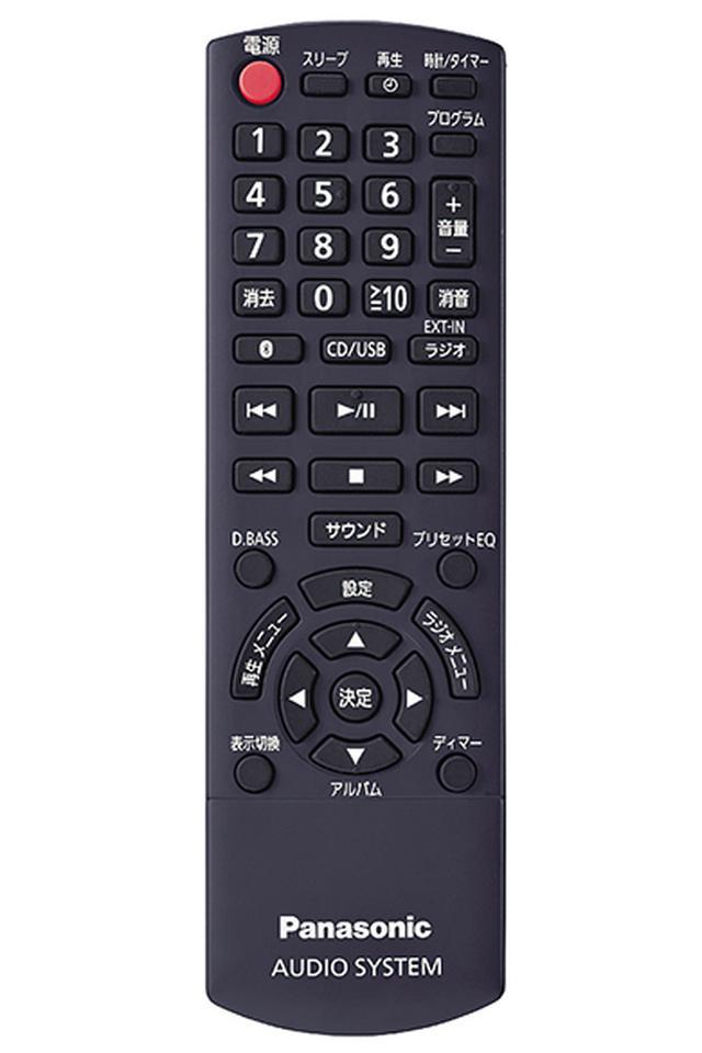 画像: カードタイプではなく、しっかりと存在感のあるリモコンが付属。握りやすく、ボタンの大きさも十分で、ストレスなく使える。