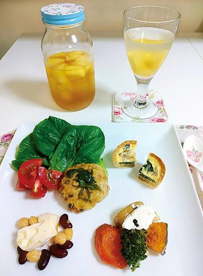 画像: ある日の大場さんの夕食。パイン酢の水割りもお供に!