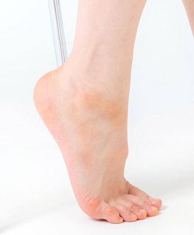 画像: 足の裏側を伸ばす