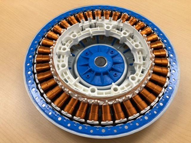 画像: 洗濯機の心臓部、モーター。極めて端正に作り込まれている。