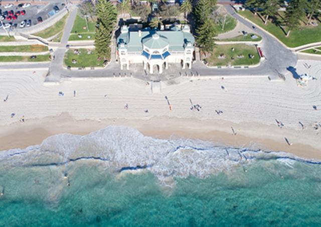 画像: パースで最も人気があるコテスロービーチ。市中心部からも近く、ウォータースポーツも豊富。 www.nonbiri-perth.com