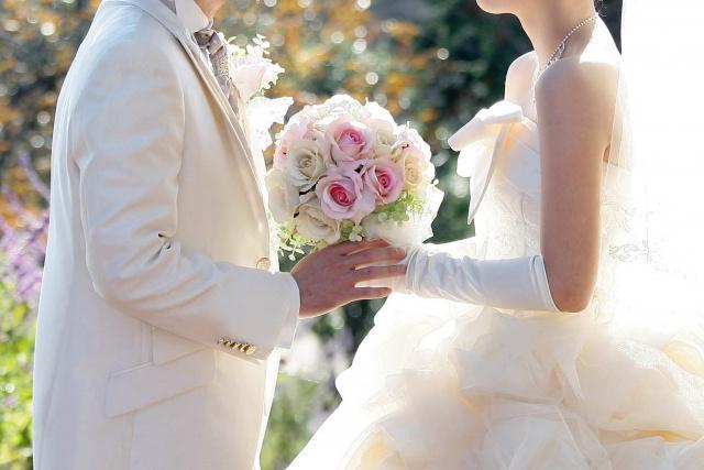 画像: 挙式での記念に。玄関先に置いておけば、結婚してからの日数を可視化でき、1日1日を大切に過ごしている実感を持つことができる。結婚100日目・1000日目・10000日目をお祝いするのもロマンティックで良い。