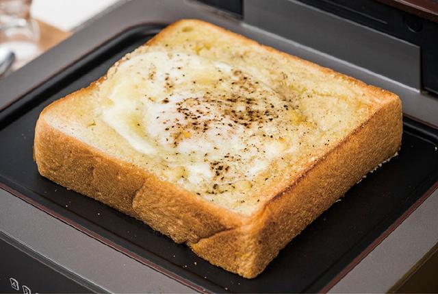 画像: 卵やチーズ、ハム、野菜などのトッピングもおいしく調理。パンの下や耳を焦がすことなく、トッピングした具材部分にまんべんなく熱が回る。