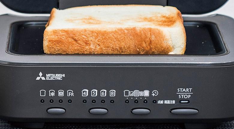 画像: 操作パネルも、いわゆる普通の白物家電っぽくないおしゃれなデザイン。調理の種類、パンの厚さ、焼き色という三つの設定を、文字を使わず、マークの選択で直感的に素早く行えるようになっている。
