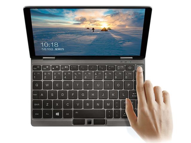 画像: キーボード右上、電源ボタンの隣に指紋認証用のセンサーを搭載。特殊キーは小型化されているが、文字キーは18ミリピッチで、文字入力もラク。英語キー配列だ。